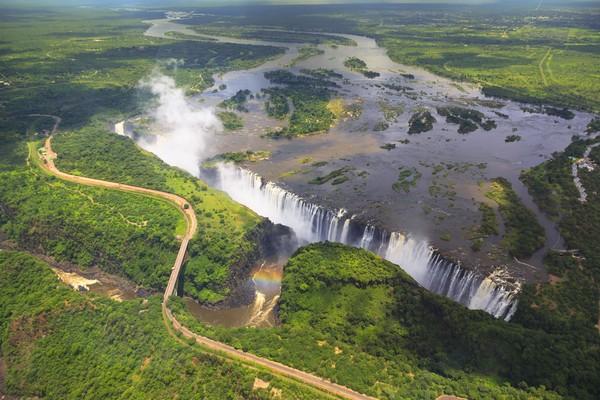 Sungai Zambezi memiliki hingga 23 jeram, dan hampir setengah dari jeram yang ada berada di level kesulitan tingkat 5. (iStock)