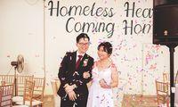 Baik Hati, Pasangan Ini Nikah Undang Gelandangan yang Sudah Di-Makeover