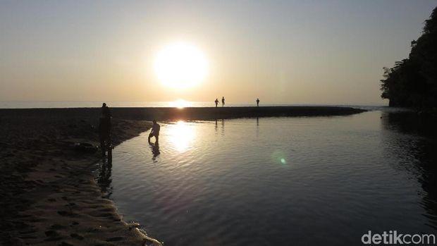 Pantai Tamborasi