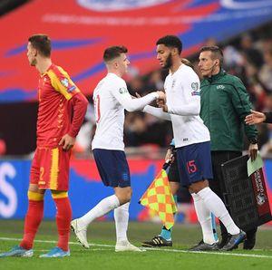 Tak Terima Gomez Dicemooh Suporter Inggris, Sterling: Aku yang Salah, Lo