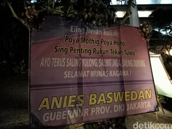 Karangan bunga Anies Baswedan untuk Kagama, Poya Mothig Poya Haha. (Aditya Mardiastuti/detikcom)