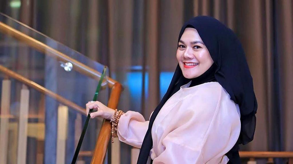 Sarita Klarifikasi Soal Kedekatan dengan Pengusaha Batik, Tak Benar Mau Nikah