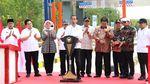 Jokowi Resmikan Tol Terpanjang RI