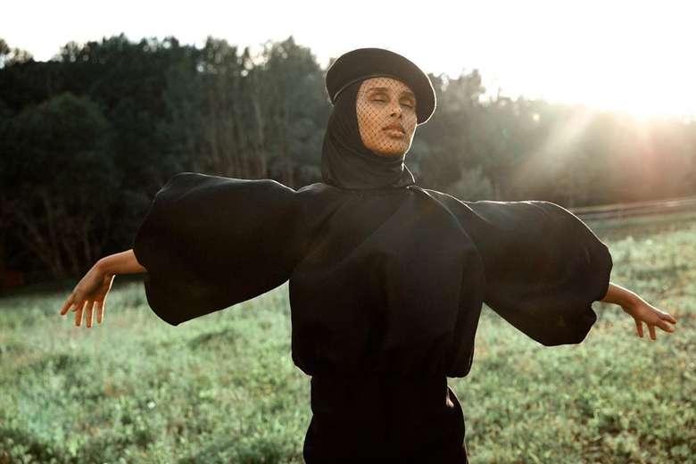 Eksis di media sosial seperti Instagram, Rawdah jadi inspirasi banyak wanita Muslim dalam berpakaian. Karena Rawdah punya gaya yang keren dan modis untuk ditiru.Foto: Instagram @rawdis