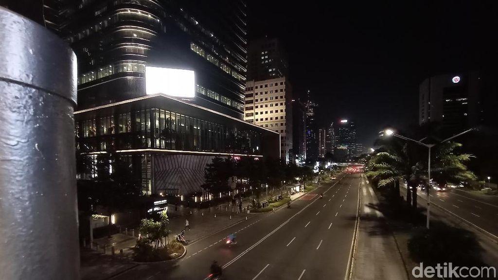 Potret JPO Tanpa Atap di Malam Hari