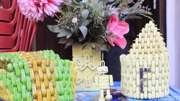 Mainan Limbah Segel Plastik Upaya Kreatif Eka Selamatkan Lingkungan
