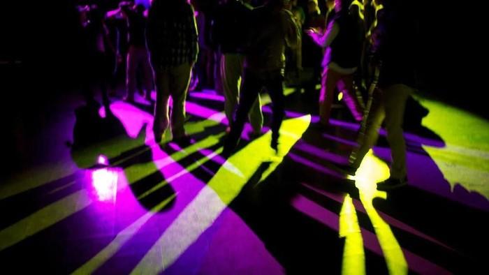ilustrasi kelab malam