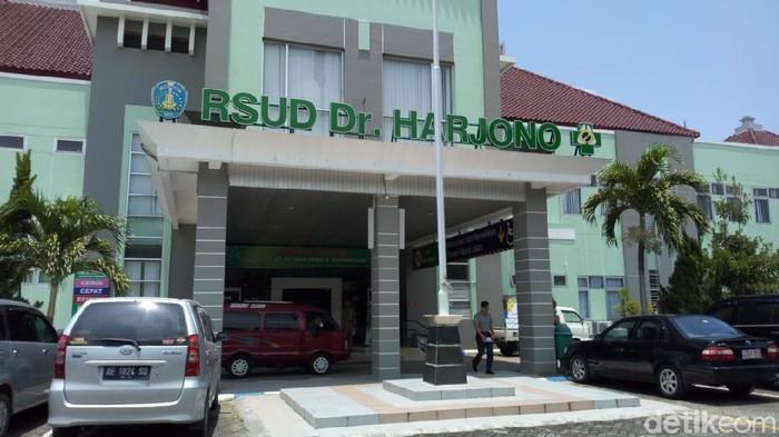 Satu anak diduga bunuh diri dirujuk ek RSUD dr HHarjono (Foto file: Charolin Pebrianti/detikcom)