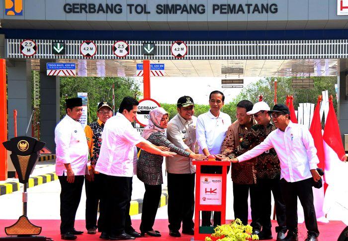 Presiden Joko Widodo (Jokowi) meresmikan tol terpanjang pada Jalan Tol Trans Sumatera (JTTS) yaitu ruas tol Terbanggi Besar-Pematang Panggang-Kayu Agung (Terpeka) sepanjang 189 kilometer (km) pada Jumat (15/11/2019).