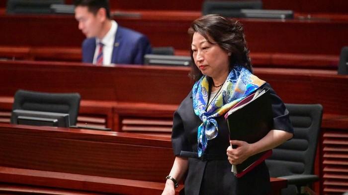 Menteri Kehakiman Hong Kong Teresa Cheng (Foto: Anthony WALLACE/AFP)