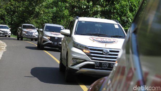 Petualangan Terios 7 Wonders kali ini sedang menjelajah keindahan Kabupaten Kolaka di Sulawesi Tenggara. Banyak destinasi wisata alam maupun budaya di Kolaka yang patut dikunjungi saat berlibur. Kali ini, kami melakukan penjelajahan 7 keindahan Kolaka menggunakan Daihatsu Terios.