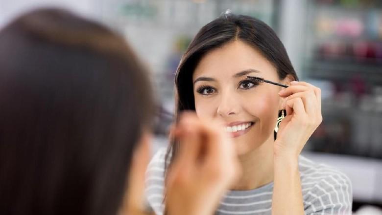 Ilustrasi kosmetik maskara