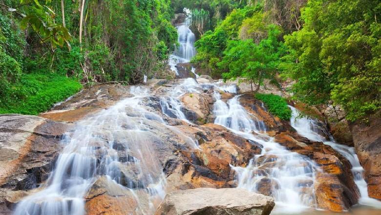 Air terjun Na Muang (iStock)