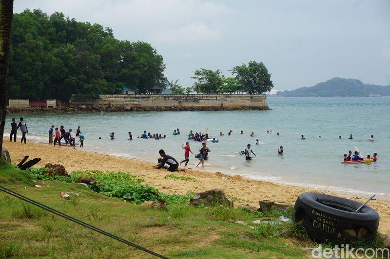 Namanya Pantai TanjungPinggir. Dulunya pantai di Batam ini memang rupawan dan merupakan bekas resor mewah (Foto: Ahmad Masaul Khoiri/detikcom)