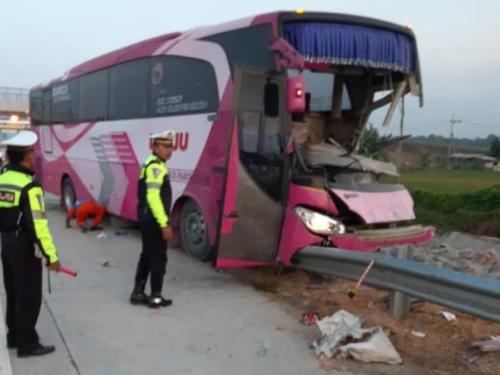 Bus pariwisata yang kecelakaan/Foto: Istimewa