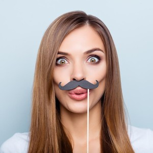 Brand Alat Pencukur Ajak Perempuan Tumbuhkan Kumis