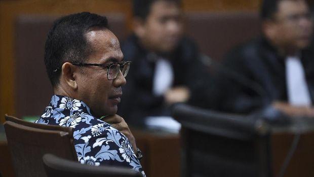 Tubagus Chaeri Wardana alias Wawan, yang juga adik mantan Gubernur Banten Ratu Atut, divonis bersalah dalam kasus pencucian uang.