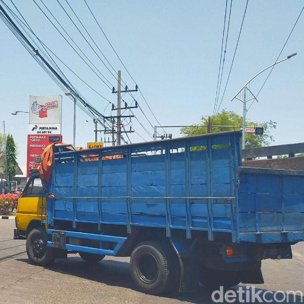 Solar Langka di Surabaya, Antrean Truk di SPBU Mengular 1 Kilometer