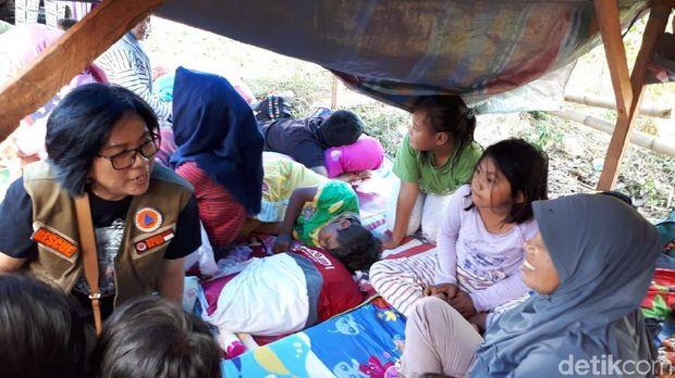 Ratusan warga Kecamatan Kema, Minahasa Utara, Sulut  masih berada di pengungsian.