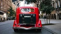 Foto: Tur Asyik Naik Mobil Antik Keliling Kota