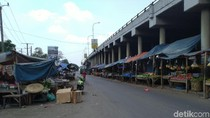 Tampak Kumuh, Camat Akan Relokasi PKL di Bawah Flyover Cileungsi