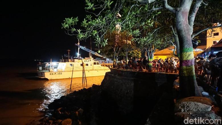 Wisata kuliner malam di Taman Bunga Karimun (Foto: Ahmad Masaul Khoiri/detikcom)