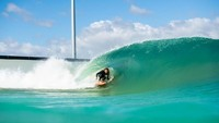 Dijelaskan oleh pendiri URBNSURF, Andrew Ross, kolam tersebut menawarkan kesempatan bagi semua tingkatan surfer atau peselancar. Baik dari yang masih pemula hingga yang sudah ahli (@urbnsurf/Twitter)
