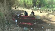 3 Korban Kecelakaan di Tol Gempol-Pasuruan Dimakamkan Berdampingan