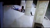 Video: Pasangan Kekasih Terekam CCTV Lagi Bercumbu di Teras Masjid