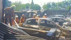 Tempat Penitipan Mobil di Pasar Beras Terbakar, 10 Mobil Hangus