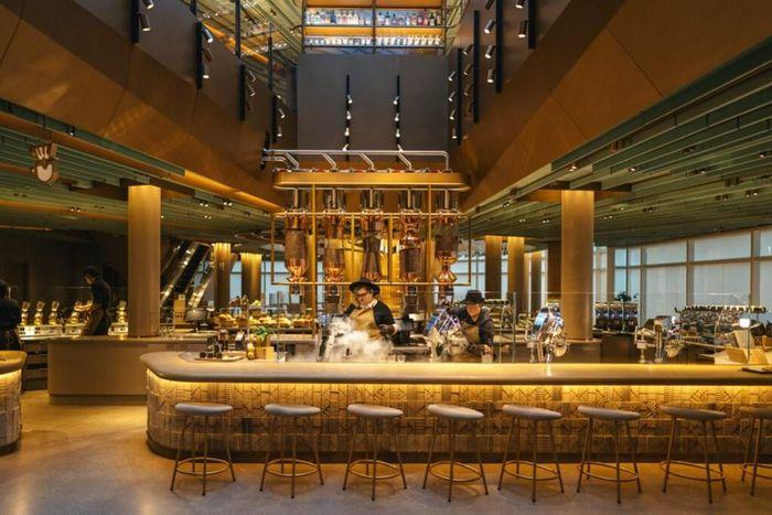 Hari ini menandai pembukaan publik lokasi Starbucks terbesar di dunia yang berlokasi di Chicago Starbucks Reserve Roastery.Foto: Dok. Starbucks