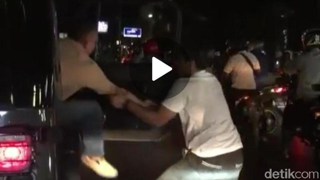 Ini Penjelasan Pasmar Soal Viral Video Sopir Elf Nekat Tarik Pengemudi Plat TNI