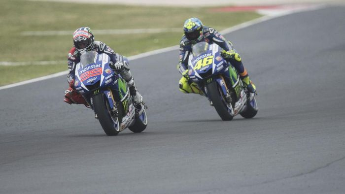Jorge Lorenzo dan Valentino Rossi saat setim di Yamaha (Mirco Lazzari gp/Getty Images)