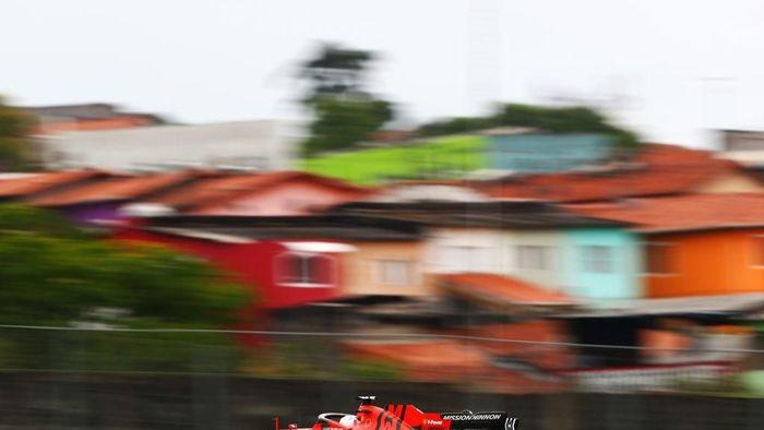 Sebastian Vettel merebut posisi teratas FP2 GP Brasil. (Foto: Dan Istitene/Getty Images)
