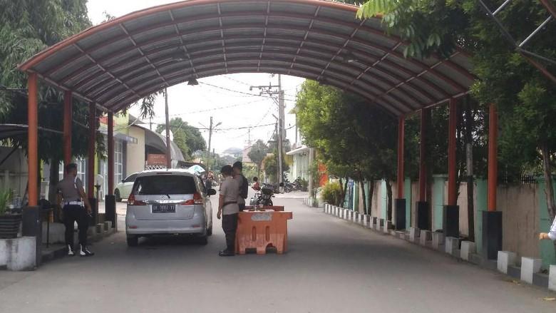 Jelang Kedatangan 2 Jenazah Teroris, Penjagaan RS Bhayangkara Medan Diperketat