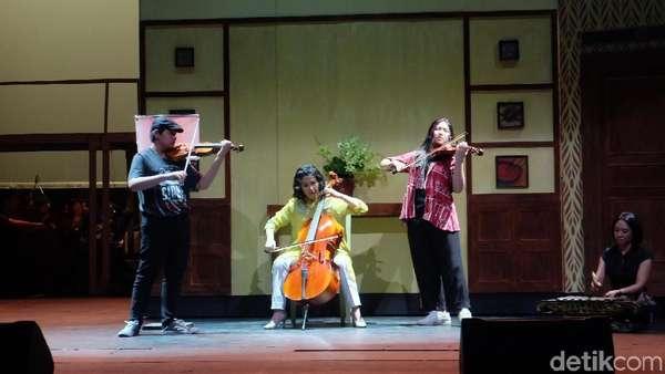 Aksi Veronica Tan Bareng Anak di Operet Aku Anak Rusun 2