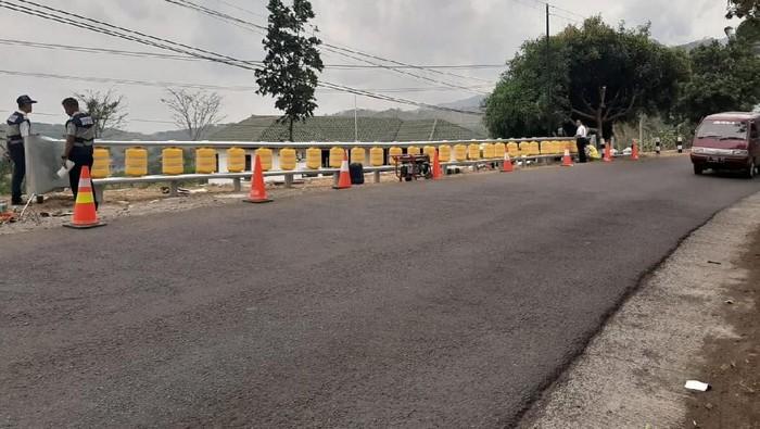 Roller barrier dipasang di titik rawan kecelakaan di jabar