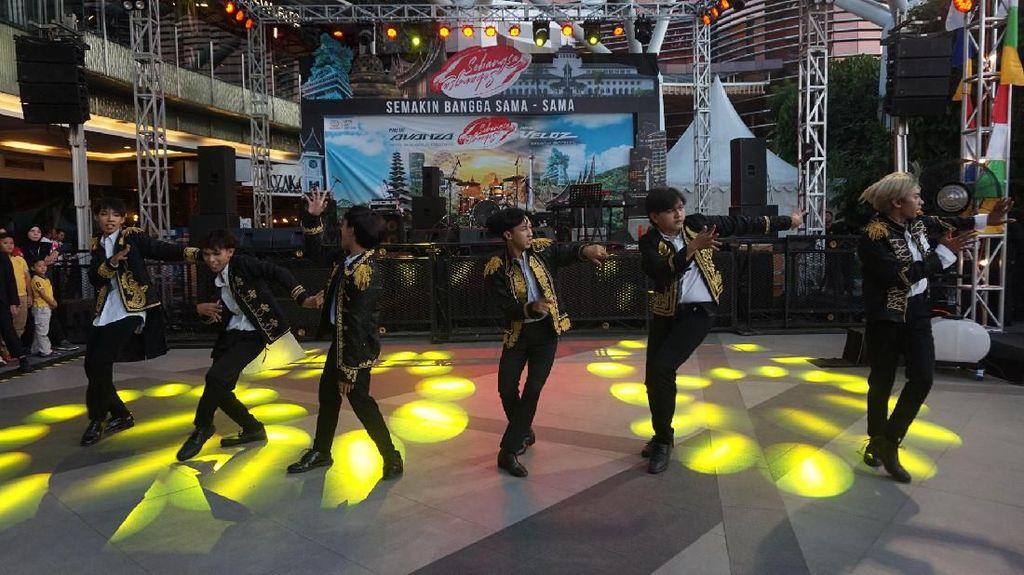 Ada Oppa-oppa Korea Nge-dance di Avanza-Veloz Sebangsa Bandung