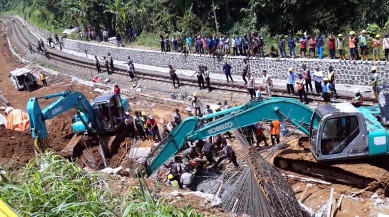 2 Pekerja Tewas, Ini Kronologi Longsor Proyek Double Track Bogor-Sukabumi
