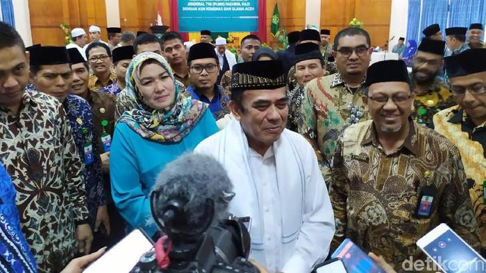 Foto: Menag Fachrul Razi bertemu Ulama Aceh (Agus Setyadi/detikcom)