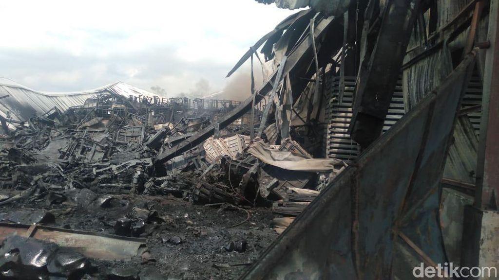 Api di Pabrik Pengolahan Karet di Jambi Akhirnya Berhasil Dipadamkan