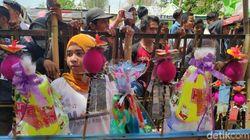 Perayaan Maulid Nabi Tak Biasa di Maros, Warga Berebut Bakul Pinisi