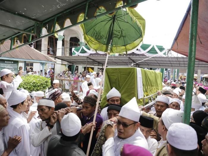 Pemakaman Syekh Hasyim Al-Syarwani (Foto: Istimewa)