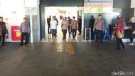 Menko Polhukam Mahfud Md Jenguk La Lembah Manah di RS PKU Solo