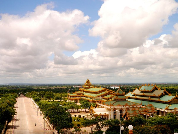 Dilansir dari BBC, pada 2010 sempat dilakukan relokasi pemakaman di daerah Tatkon, Naypyidaw. Uniknya, selain makam yang dipindahkan, roh-roh yang ada di sana juga ikut dipindahkan. (iStock)