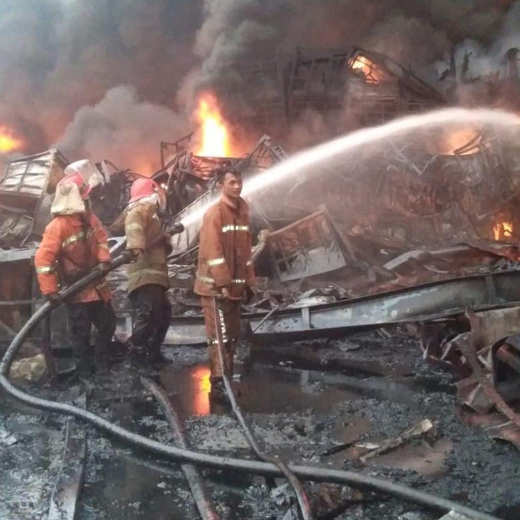 Video Kebakaran 13 Jam di Pabrik Pengolahan Karet Jambi