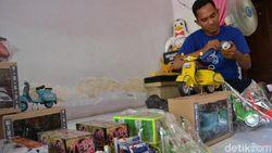 Penjual Cilok Sulap Sampah Kaleng Minuman Jadi Miniatur Kendaraan