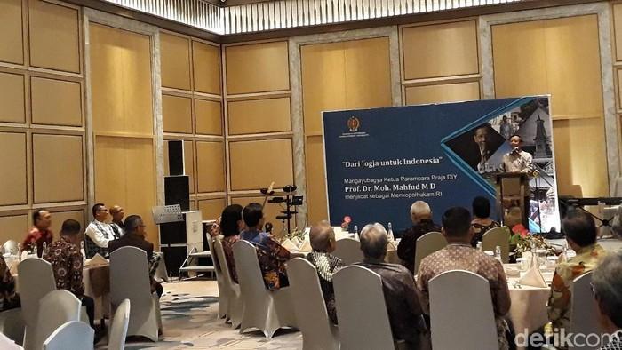 Mangayubagya Ketua Parampara Praja DIY, Mahfud MD menjabat sebagai Menkopolhukam RI. Foto: Pradito Rida Pertana/detikcom