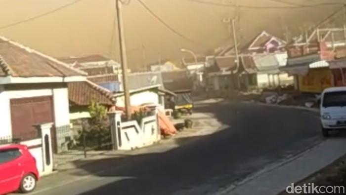 Angin kencang di Desa Sumberbrantas Bumiaji (Foto: Istimewa)