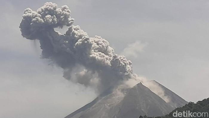 Gunung merapi meletus hari ini, tinggi kolom letusan mencapai 1.000 meter (Foto: Dok BPPTKG)
